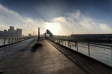 Rotterdam Rijnhavenbrug in de mist van