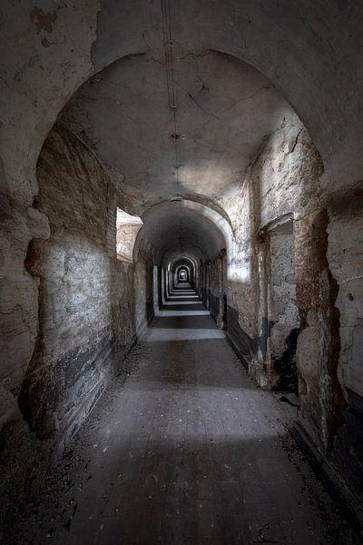 Verlaten gevangenis uit de  achttiende eeuw in België van Steven Dijkshoorn