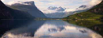 Rijden in Noorwegen is rijden langs schilderijen - kleur van Wouter Loeve