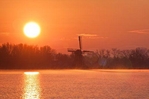 Windmühle bei Sonnenaufgang von Frenk Volt