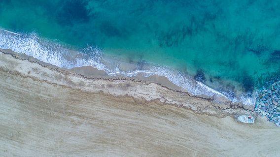 Strand uit de lucht, Côte d'Azur, Frankrijk van Patrick van Oostrom