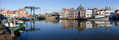 Panorama historische havenkom Maassluis van