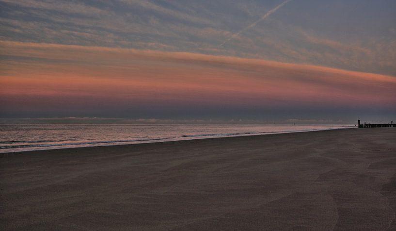 Schemering valt in op het strand van Zoutelande van MSP Canvas