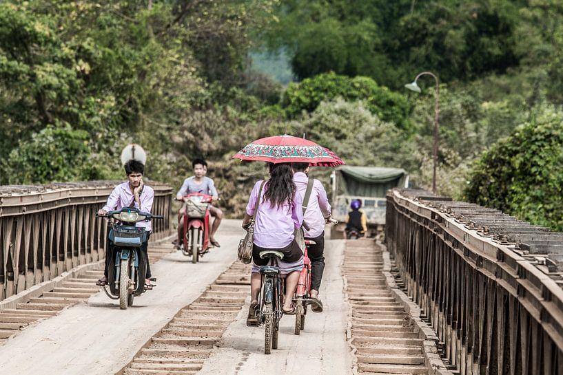 Die Brücke am Nam Song Fluss von Levent Weber