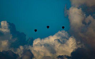 vliegen door de wolken van ticus media