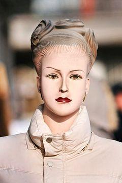 Vintage look vrouwelijke mode dummy van Tony Vingerhoets