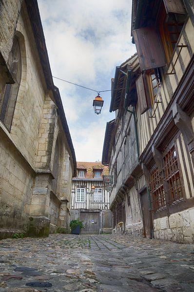 Straße in Honfleur von Mark Bolijn