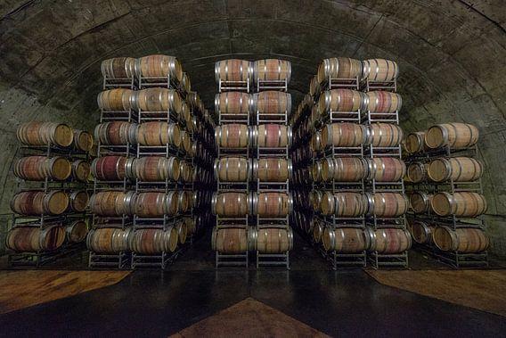 Gestapelde houten wijnvaten van Erwin Blekkenhorst
