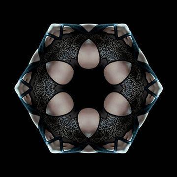 Femme en sous-vêtements de dentelle (Kaléidoscope)