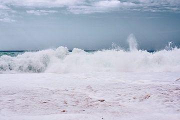 Ruige zee in Griekenland, Kefalonia van Jason King