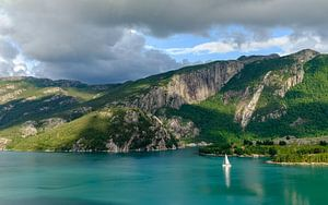 Zeilen op het Lysefjord