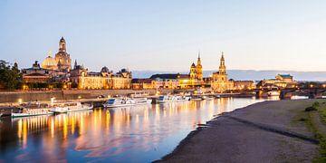 Dresden met de Frauenkirche in de avond met de Frauenkirche van Werner Dieterich