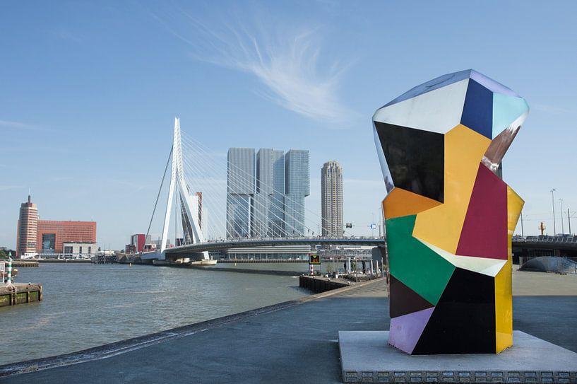 Marathonbeeld bij Erasmusbrug Rotterdam van Ron Poot