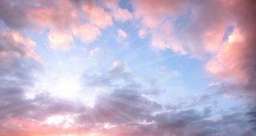 Abendhimmel mit Sonnenstrahlen von Susanne Bauernfeind