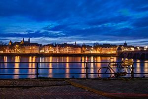 Maastricht - Maas bij avond vanaf Cöversplein van