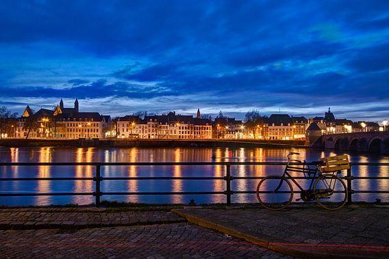 Maastricht - Maas bij avond vanaf Cöversplein
