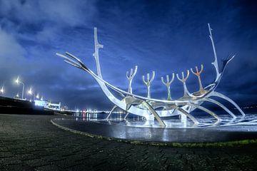 Solfar, een stilistische weergave van een Vikingschip van Gerry van Roosmalen