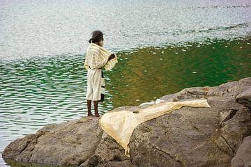 Indischer Mann auf Wasser mit Tuch von Camille Van den Heuvel