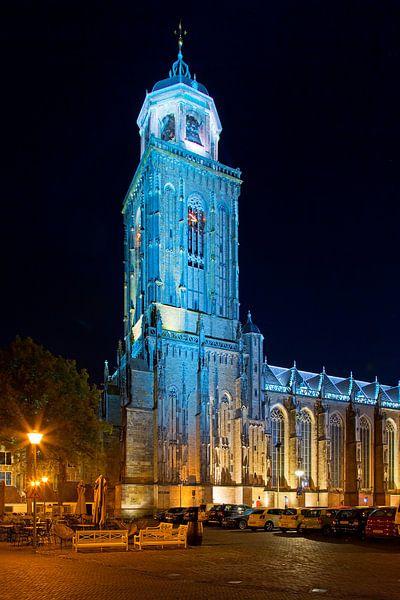 Lebuïnuskerk in de nacht te Deventer van Anton de Zeeuw