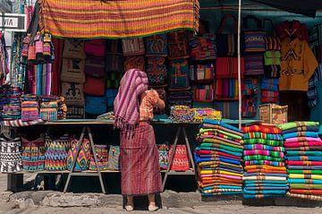 Guatemala: Marktkoopvrouw (Santiago Atitlán) von Maarten Verhees