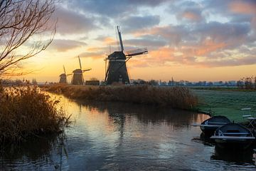Paysage rural avec des moulins à vent en Hollande au lever du soleil sur iPics Photography