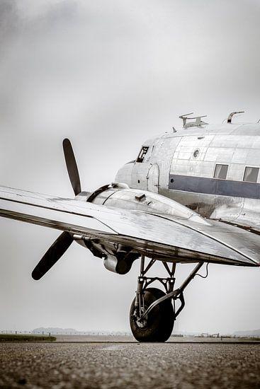 Vintage Douglas DC-3 propellor vliegtuig klaar voor vertrek