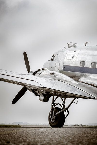 Vintage Douglas DC-3 propellor vliegtuig klaar voor vertrek van Sjoerd van der Wal