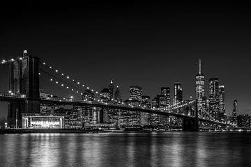 NY Brooklyn Bridge at night (black and white)