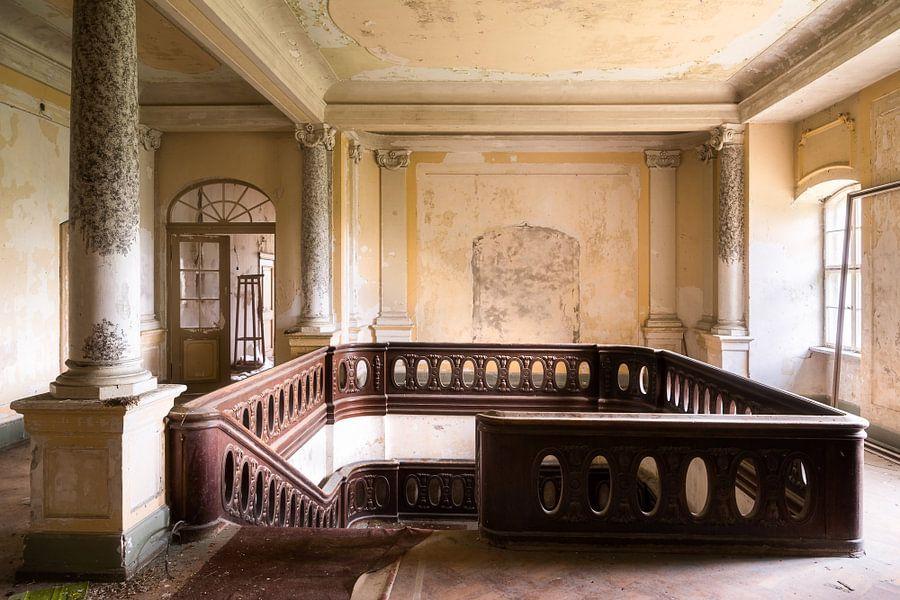 Trappenhuis in kasteel van roman robroek op canvas behang en meer
