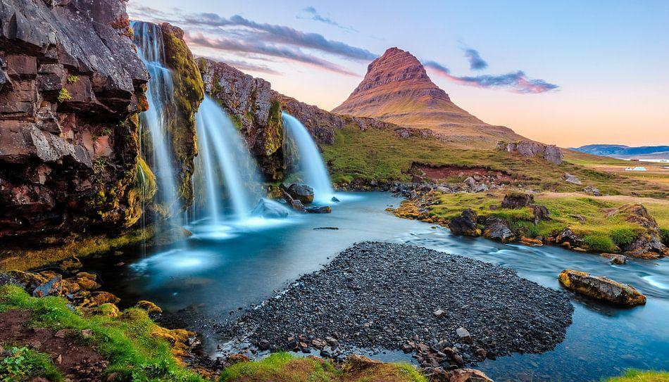 Iceland, Kirkjufell waterfall van Sascha Kilmer