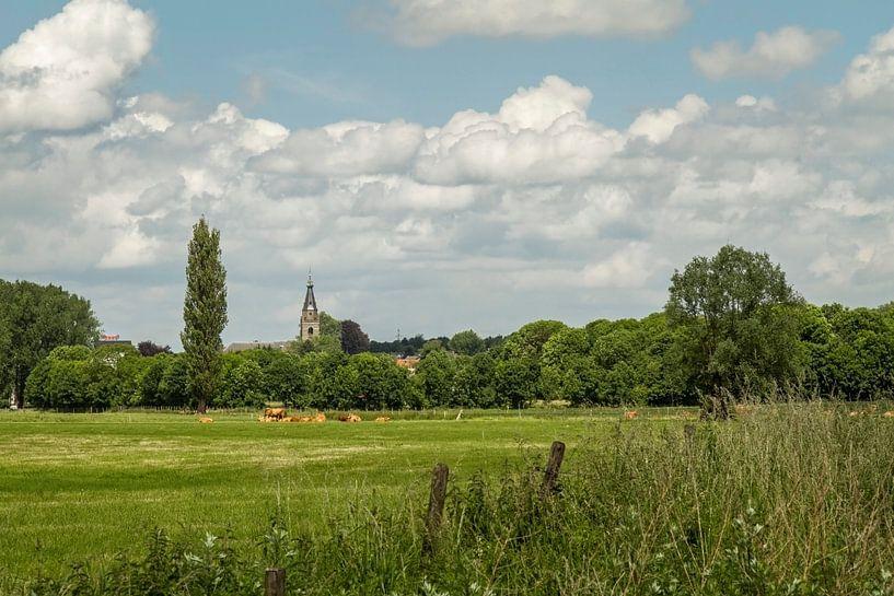 Skyline van Wijlre in Zuid- Limburg van John Kreukniet