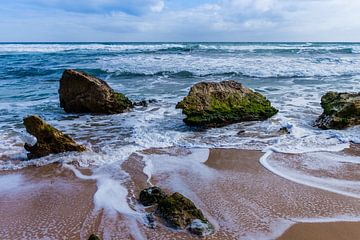 Des rochers dans la mer sur Jeroen de Weerd