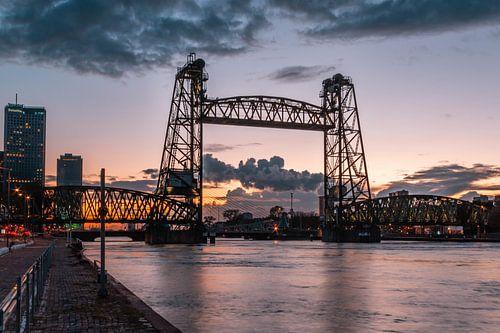 De Hef (Rotterdam) tijdens een prachtige zonsondergang van Arisca van 't Hof