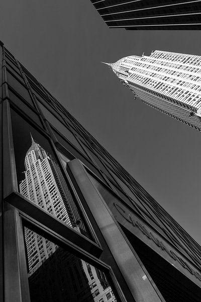 Chrysler Building New York Reflectie (Zwart-Wit) van JPWFoto
