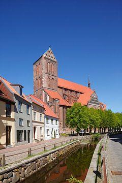 Nikolaikirche   am Wasserlauf Grube, Wismar, Mecklenburg-Vorpommern, Deutschland, Europa von Torsten Krüger