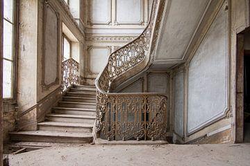 Trappenhuis in Frans chateau van Tim Vlielander