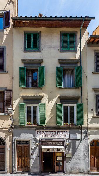 Haus Mit Den Grunen Fensterladen In Florenz Von Kok And Kok