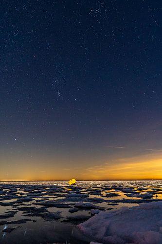 Orion boven de Waddenzee met ijschotsen