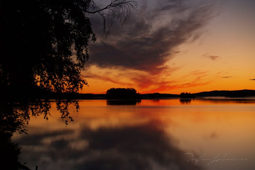 Middernacht in Zweeds Lapland 3 van Torfinn Johannessen