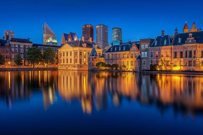 Hofvijver Den Haag / Blauwe uur van Dick van Duijn