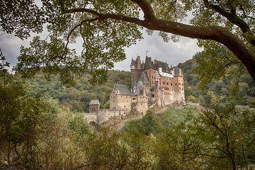 Doorkijkje naar Burcht Eltz von Manja van der Heijden