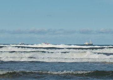 Noordzee branding met vissersschip