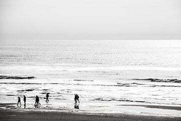 Noordzeekust in Zwart/Wit bij tegenlicht von Brian Morgan