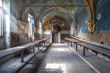 chapelle abandonnée avec des rayons de soleil sur Kristof Ven
