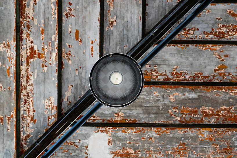 Lijnenspel met lamp. van Maurits Vermeulen