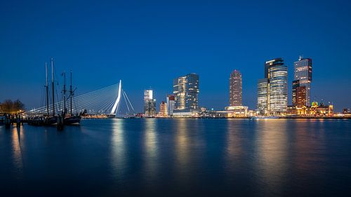 Panorama skyline Rotterdam: Wilhelminapier aan de Maas van
