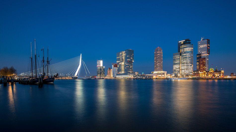 Panorama skyline Rotterdam: Wilhelminapier aan de Maas van Martijn Smeets