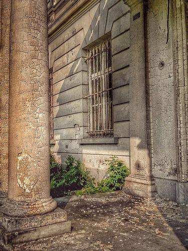 Urbex ingang vervallen kasteel van