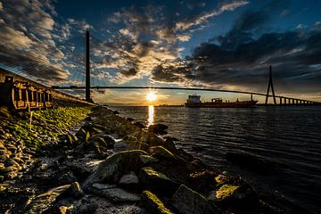 Pont de Normandie avec un coucher de soleil sur Jan Hermsen