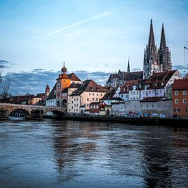Regensburg am Abend Steinerne Brücke, Dom und Donau bei Nacht von Thilo Wagner